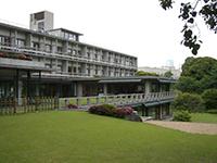 写真:国際文化会館外観